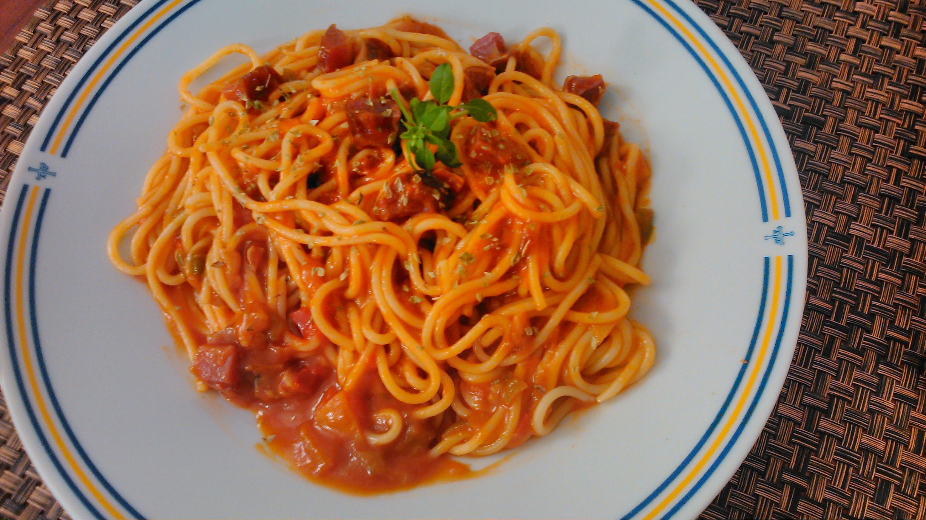 Pasta con salsa de tomate y jam n aprende cocina - Salsa de tomate y nata ...